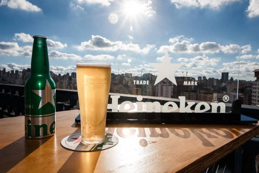 Marca de cerveja promove festas no topo do maior edifício de São Paulo