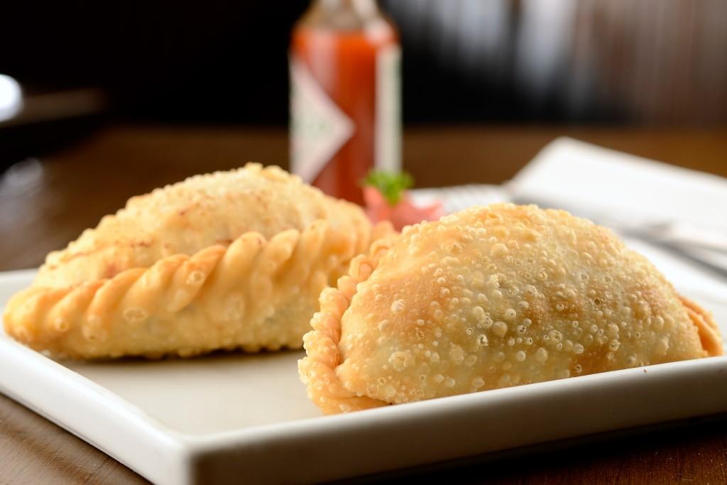 Empanada frita homenageia o pastel de feira paulistano (foto: divulgação/Wellington Nemeth)