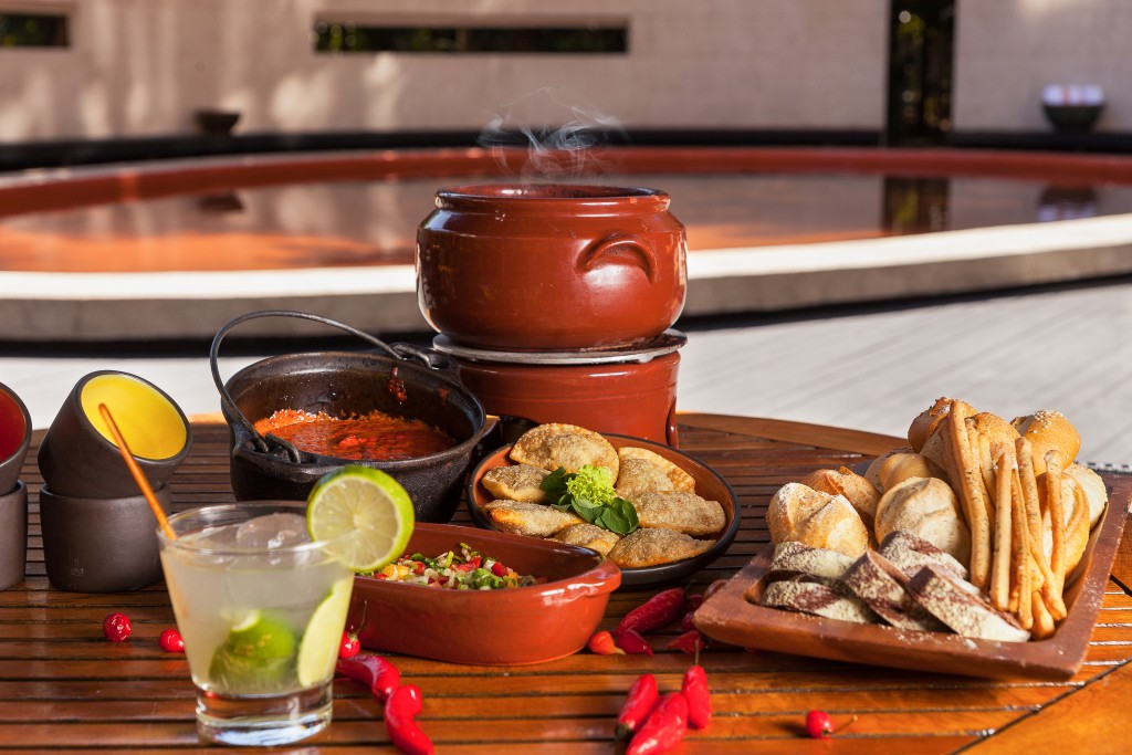 Itens do buffet de feijoada do Narã Bar, no Tivoli Mofarrej (foto: divulgação)