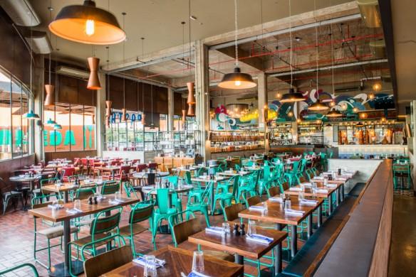 Salão do novo restaurante reúne bar, estação de massas, área de antepasto e cozinha (foto: divulgação/ Douglas Costanzo)