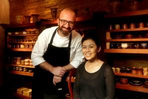 Salvatore Loi e a ceramista Hideko Honma em seu novo ateliê (foto: divulgação/Greg Salibian)