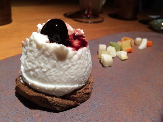 """Pão com mel, ricota """"cassata"""" com amarena e frutas cristalizadas (foto: Beatriz Marques)"""