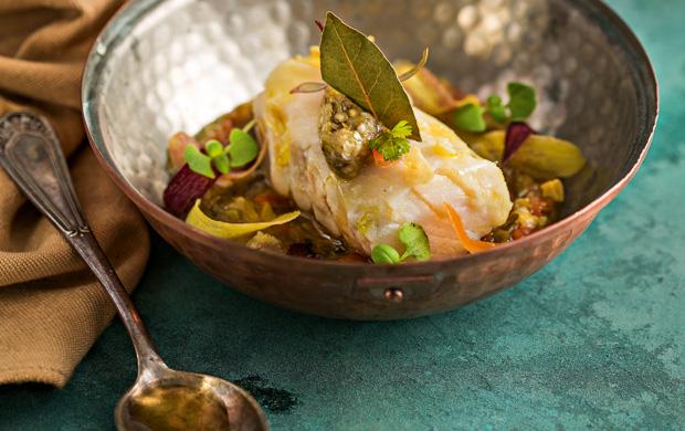 De inspiração espanhola, a cataplana dá o charme para o bacalhau com escalivada de legumes e azeite, preparado por Koerper para os leitores da Menu