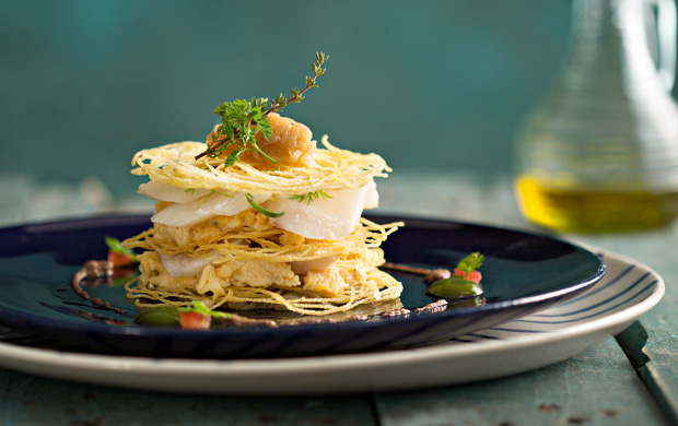 A interpretação do chef para o tradicional bacalhau à Brás, receita exclusiva para a Menu