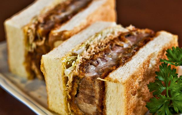 O sanduíche de tonkatsu (porco empanado), do Izakaya Matsu