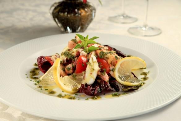 Salada de frutos do mar com pesto de manjericão (foto: divulgação/ Artur Bragança)