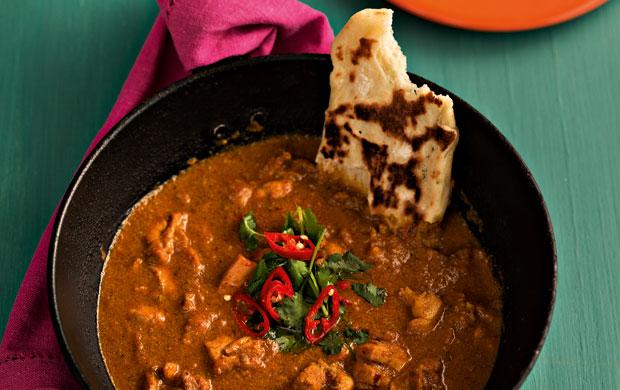 O chicken tikka masala tem origem na Índia e é um dos curries mais populares do mundo