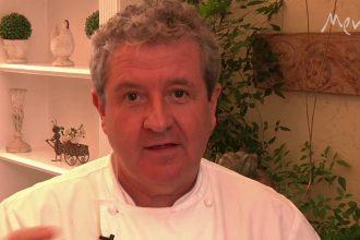 Laurent Suaudeau ensina a preparar o clássico crepe suzette