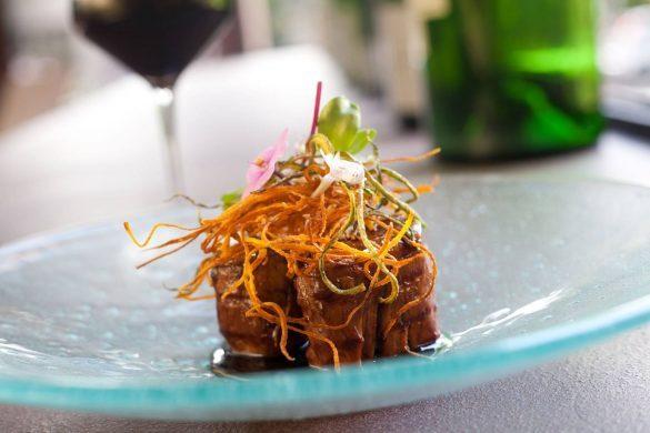 picchi-settimana-italiana-file-suino-ao-vinho-com-legumes-crocantes