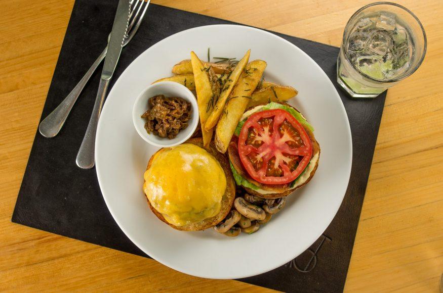 Spot serve hambúrguer nas noites de domingo