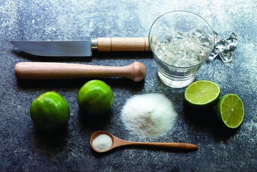 Barmen dão dicas de como preparar a caipirinha perfeita