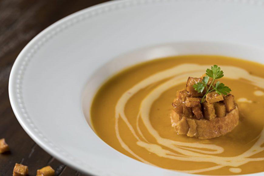 sopa de abóbora assada com fonduta de queijo Tulha