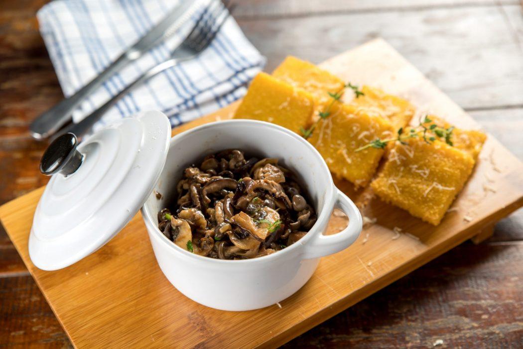 polenta frita com cogumelos