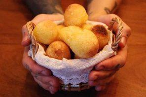 """Pão de """"queijo"""" vegano da chef Kamili Picoli (Foto: Divulgação/Vaca Ateliê Culinário)"""