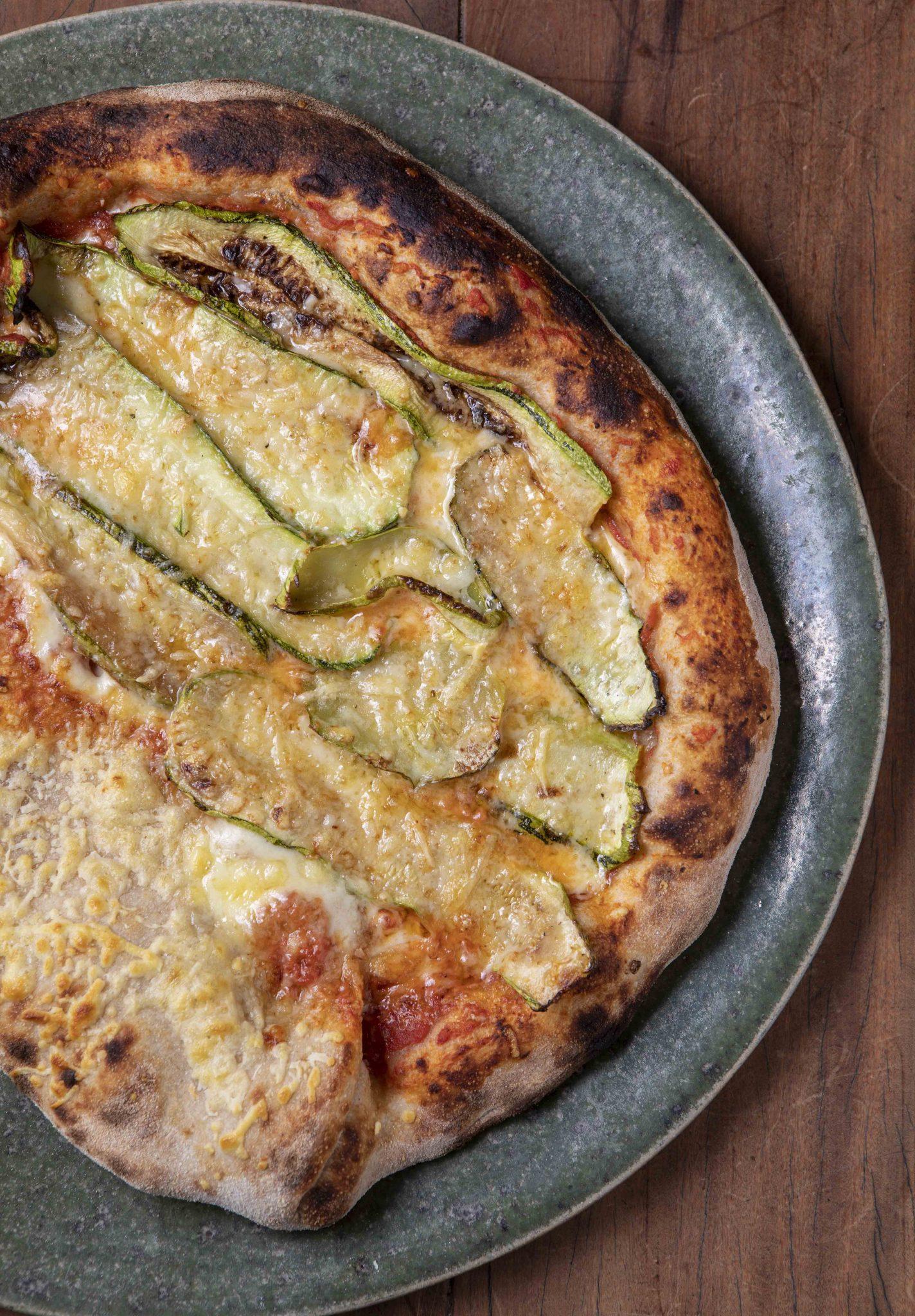 Bráz Pizzaria apresenta espumante próprio e nova receita vegana