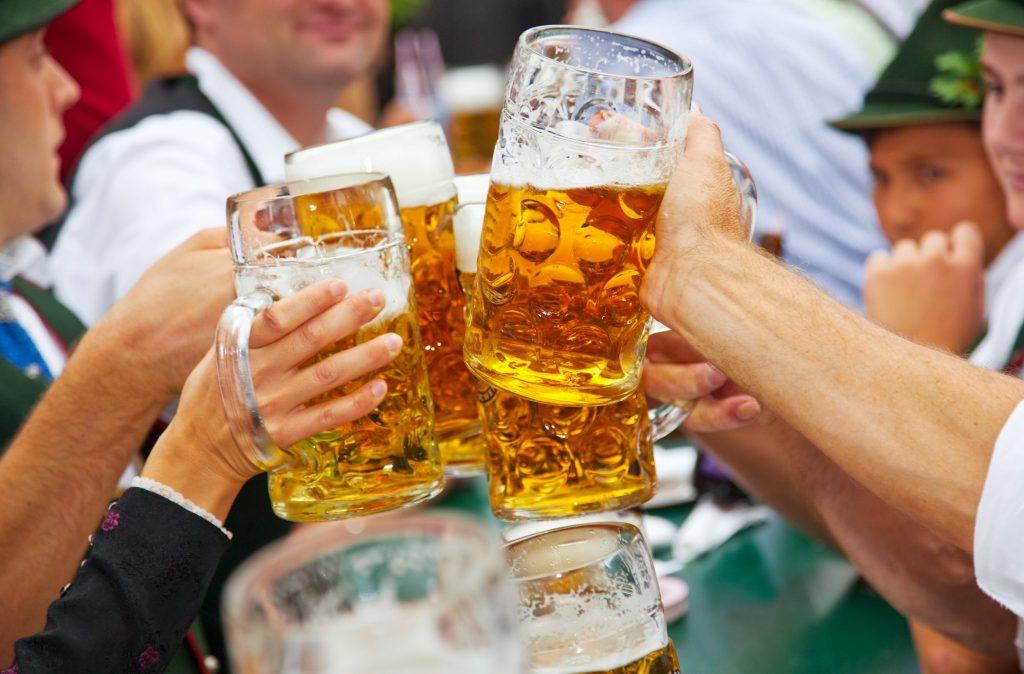 Visitantes tentaram roubar quase 100 mil canecas de cerveja na Oktoberfest alemã