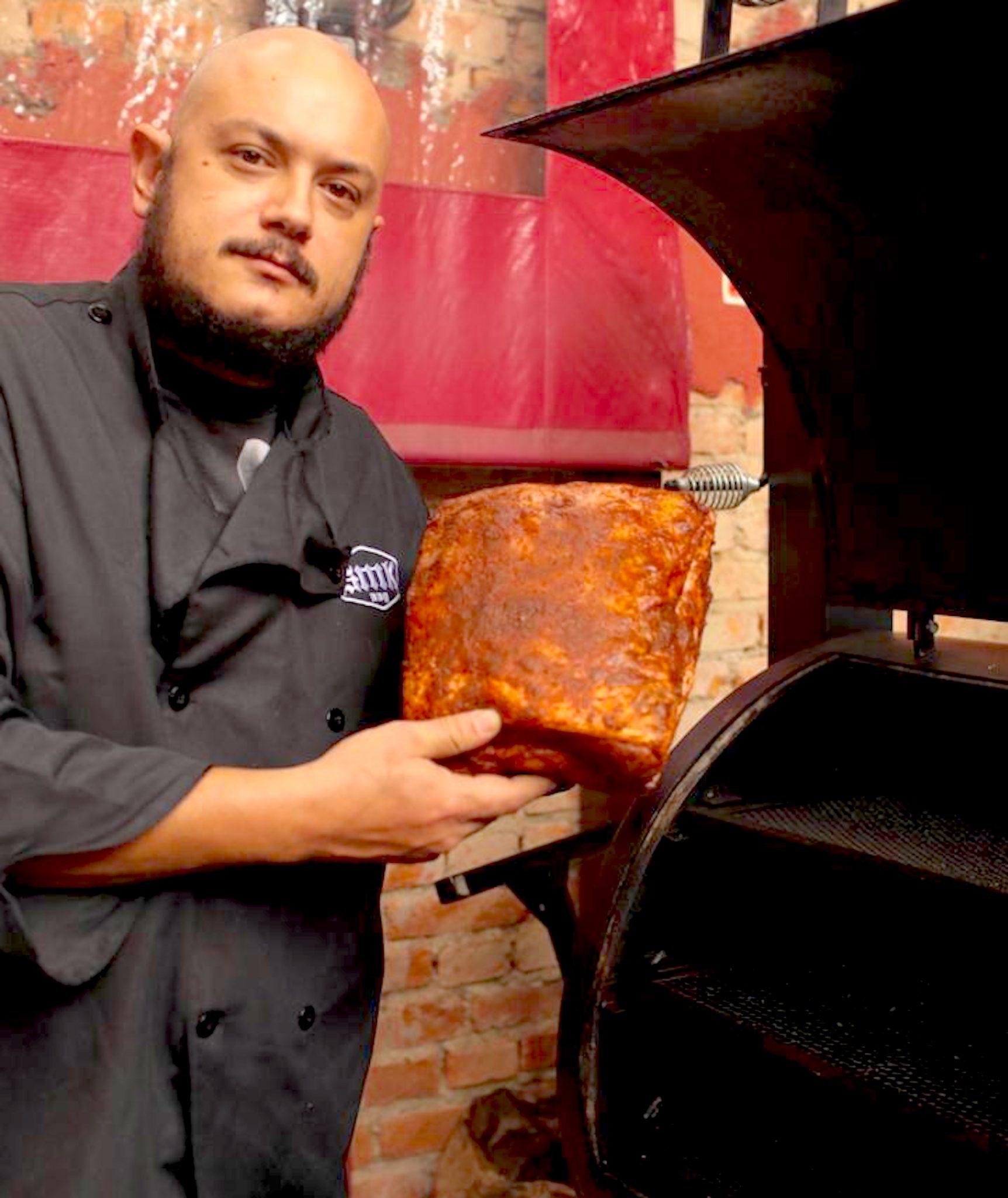 Chef Angelita Gonzaga recebe Anderson Amar para celebrar os 4 anos do Arimbá