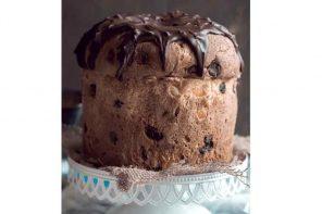 Panetone de massa de cacau com gotas de chocolate meio amargo belga, laranja cristalizada e ganache de chocolate belga (Foto: Divulgação/ltummy)