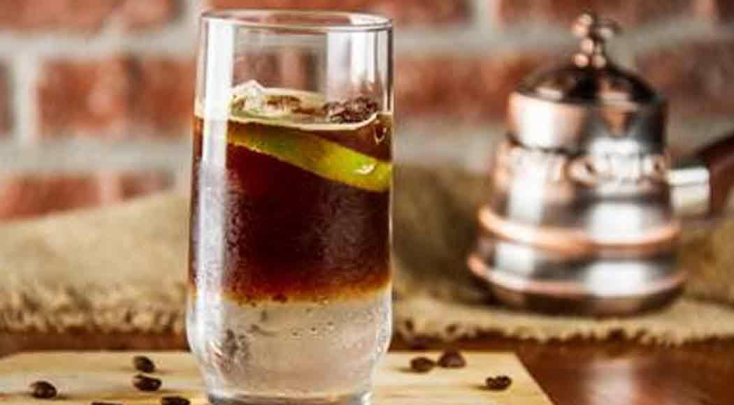 Aprenda a fazer o Cold Brew Gin Tonic