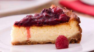 Receita simpes de cheesecake de chocolate branco com frutas vermelhas. Foto: Divulgação