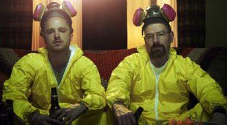 """Astros de """"Breaking Bad"""" viram bartenders por uma noite; assista"""