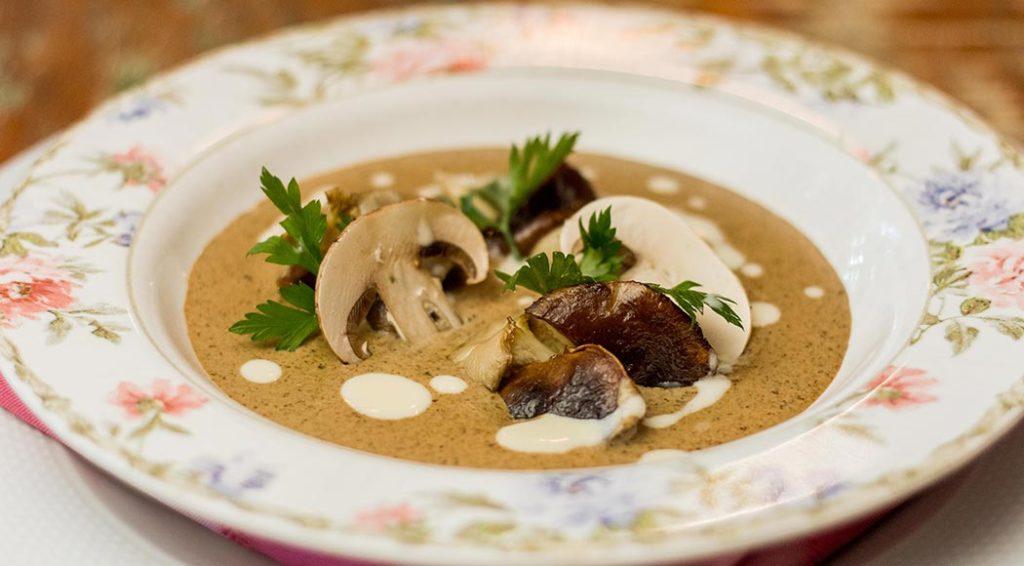Receita simples de sopa cremosa de cogumelos